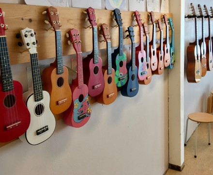Ukuleles guitars etc in the music room of a primary school in stord norway 2018 03 13 b